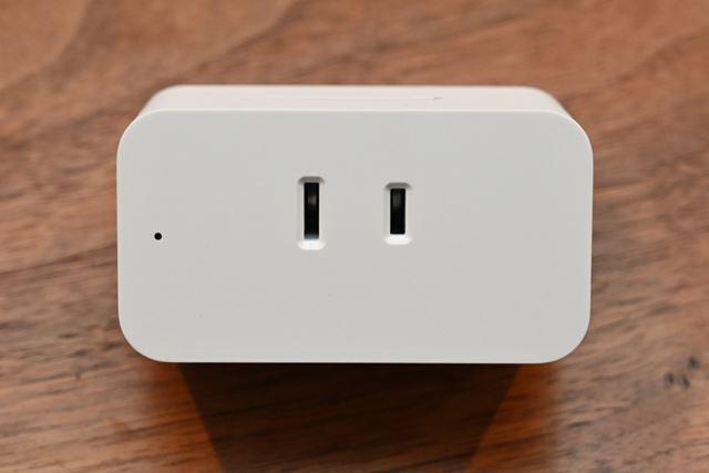 正面左側の小さい穴の中にLEDインジケーターが用意されており、Wi-Fi接続の状態などを確認できる