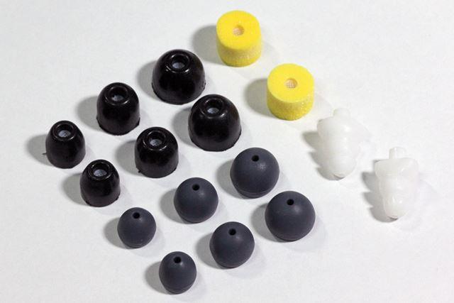 イヤーピースは、シリコンタイプとフォームタイプの2種類が標準で添付されている