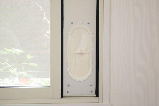 なお、窓パネルから排気ダクトを取り外した時も、キャップを付けておけば外気の侵入を防げる