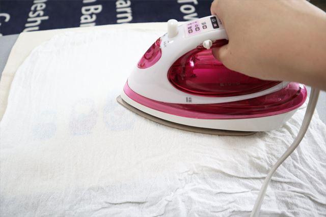 アイロンをする際にはあて布必須です!全体を少しずつ移動しながら、計5分ほど熱をあてるようにしましょう