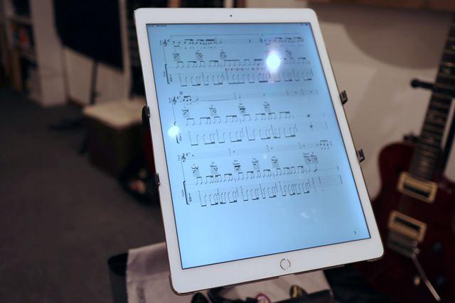 A4サイズのタブレットを使えば、紙の楽譜を見るのとほとんど変わりません