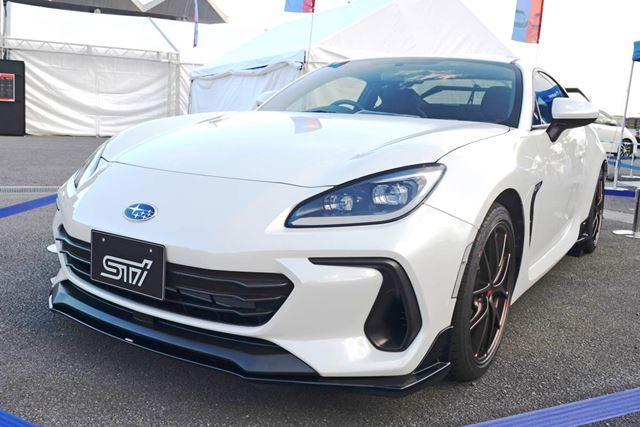 スバル 新型「BRZ」のSTI Performanceパーツ装着車が早くも初披露!