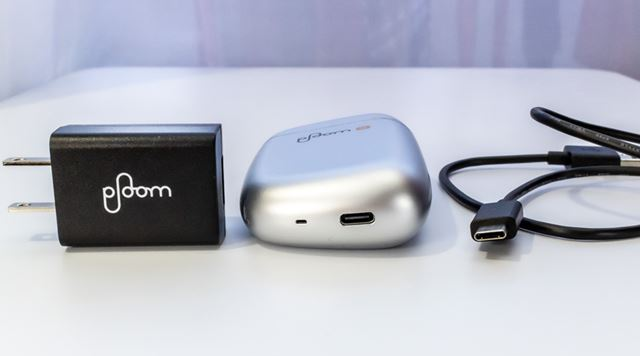 充電ポートもmicro USBからUSB Type-Cに変更になり、より使いやすくなった。(2020年7月7日13時 訂正:付属のケーブルを使用し、パソコンと接続して充電できるかのような表現がございましたが、付属のケーブルを用いたパソコンからの充電はできません。お詫びして訂正いたします。)