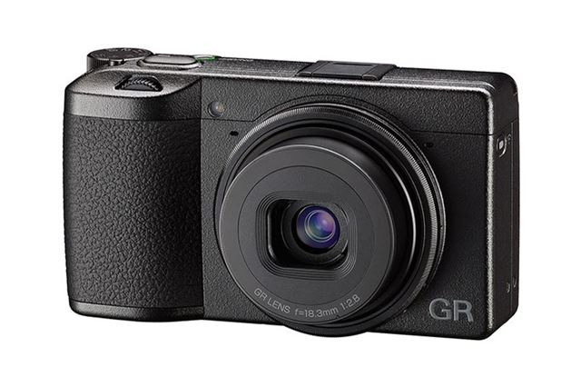 スナップ撮影用のコンパクトカメラとして人気のリコー「GR III」