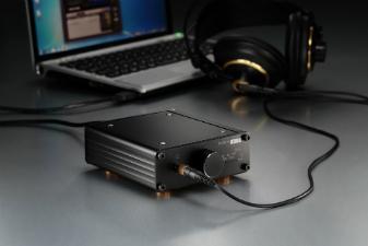 いつもの音を、より高音質で楽しむ方に。1Bit USB DAC。