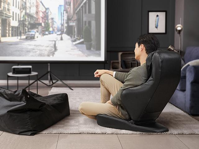 一人でも移動できる手軽さで、リビングや和室など、好きな場所で使える