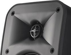 クリアな音質とバランスのとれた音響を創出する、JBL 独自のHDIホーン技術を搭載。