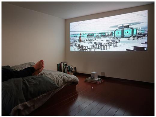 ワイヤレスユニットをリビングに置いて、ブルーレイレコーダーで録りだめた番組や映画を寝室でも見られる