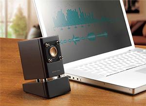 PC入力端子を搭載、パソコン内の音楽ライブラリをウッドコーンの音色で楽しむ。