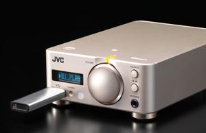 手軽にハイレゾ音源の再生も可能、前面USB端子。