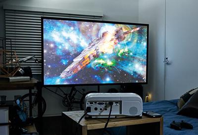 3,300lmの明るいハイビジョン高画質