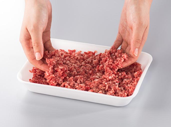 冷凍ひき肉を、下ごしらえしやすい状態にする「全解凍」