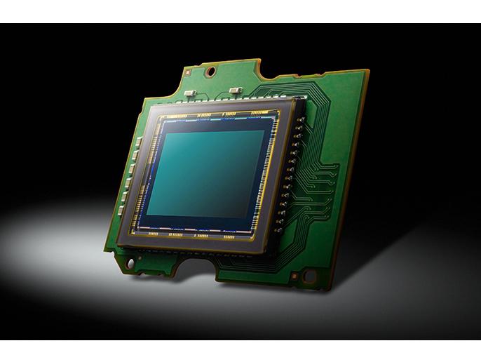 ローパスフィルターレス 4/3型 高感度MOSセンサーで、さらなる解像力へ。