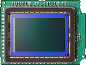 約3030万画素、高性能35mmフルサイズCMOSセンサー/映像エンジンDIGIC 8