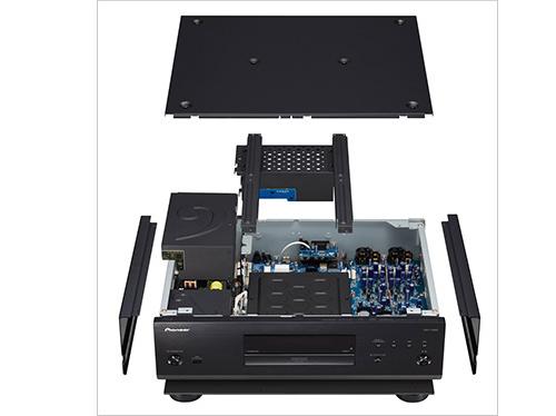 筐体の静音性と高剛性を実現する「鋼板トップパネル&アルミサイドパネル」