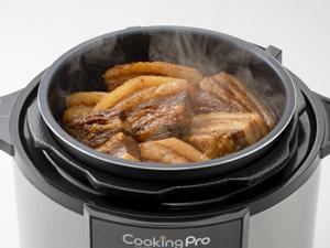タイマー機能と保温で、いつでもアツアツのお料理を