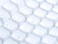 オンライン英会話はいつでもどこでも、さまざまな機器でレッスンを受けることができます