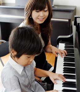 「グランドピアノ・アップライトピアノ・電子ピアノ、それぞれの違い」