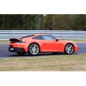 ポルシェ 911 新型「PCCB」装着モデルを確認! オレンジボディが映える
