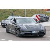 ポルシェ タイカン、最新プロトタイプは市販型ホイール&ヘッドライトを装着