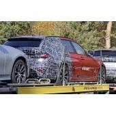 BMW伝統の「アレ」が消える!? 3シリーズツーリング 新型、輸送中を激写