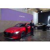 マツダ3 新型「SKYACTIV-Xガソリンエンジンの燃費はディーゼルと同等」青山常務…東京オートサロン2019
