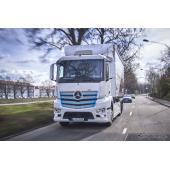 メルセデスの電動トラック『eアクトロス』、ドイツの顧客に引き渡し…今春から試験運用へ
