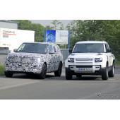 超高級SUV『レンジローバー』次期型、ディフェンダーとのツーショットを激写