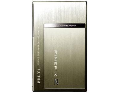 『本体 正面 縦置き シルバー』 FinePix Z100fd の製品画像