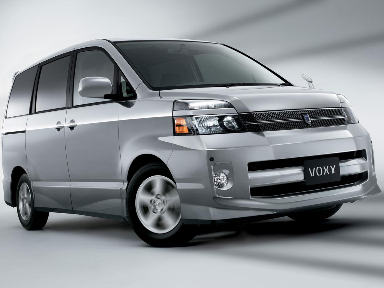 トヨタ ヴォクシー 2001年モデル 新車画像