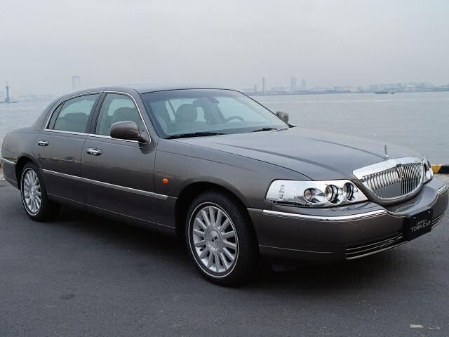 リンカーン タウンカー 1998年モデル 新車画像