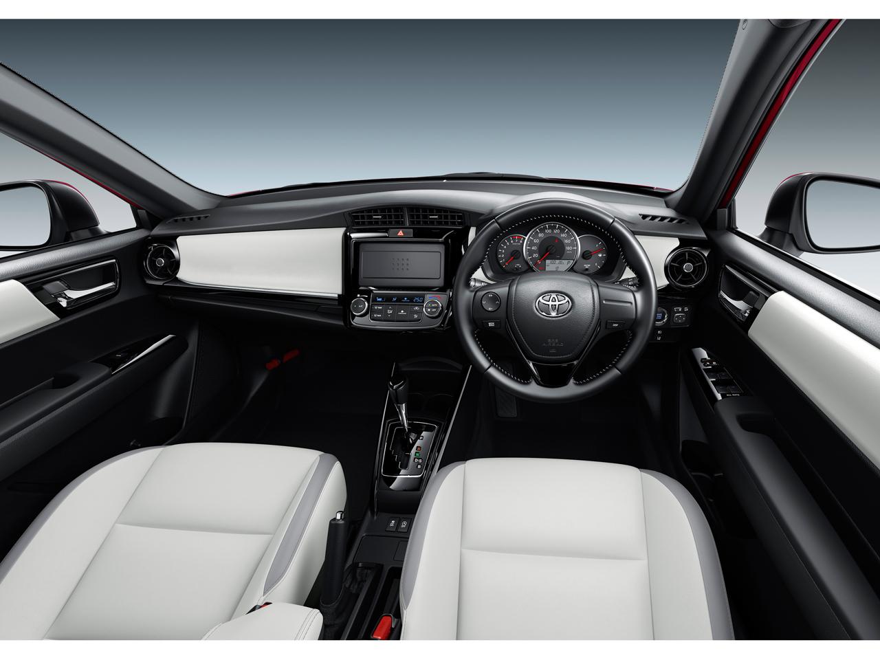 『インテリア1』 カローラ フィールダー 2012年モデル の製品画像