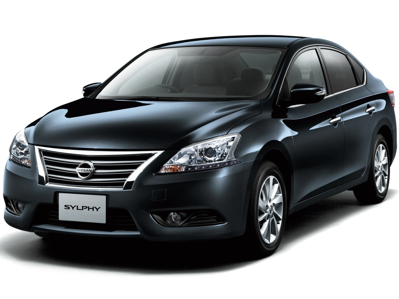 日産 シルフィ 2012年モデル 新車画像