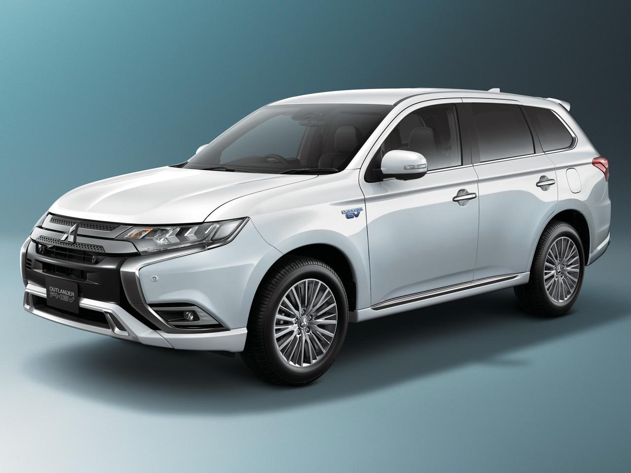 三菱 アウトランダーPHEV 2013年モデル 新車画像