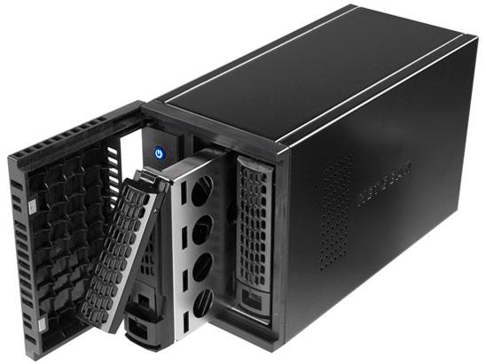 『本体 正面 斜め3』 ReadyNAS 102 2ベイ デスクトップ型ネットワークストレージ RN10200-100AJS の製品画像