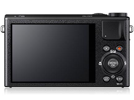 『本体 背面』 FUJIFILM XQ1 [ブラック] の製品画像