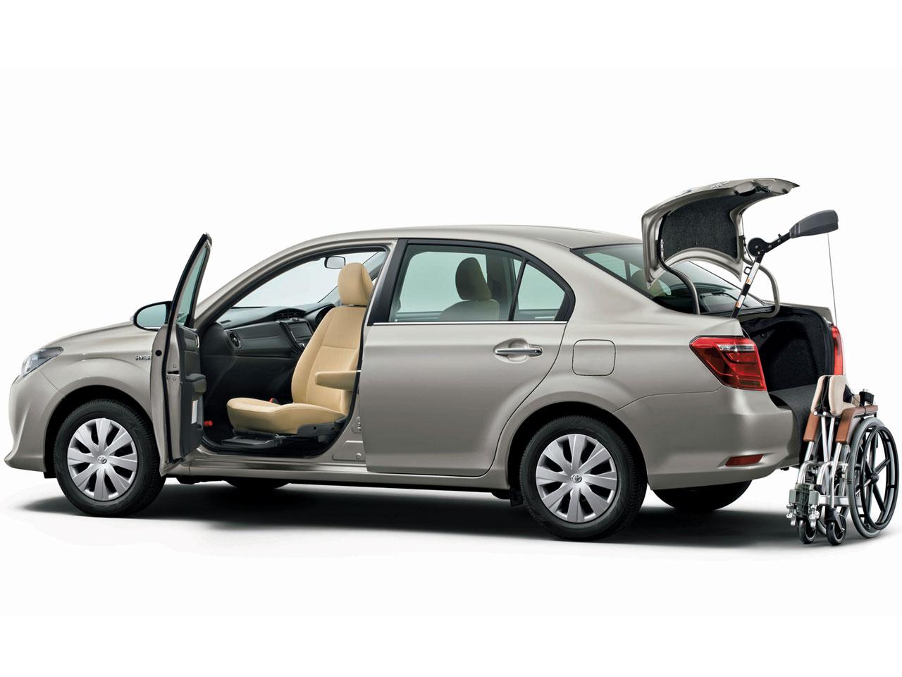 トヨタ カローラ アクシオ ハイブリッド 福祉車両 2013年モデル 新車画像