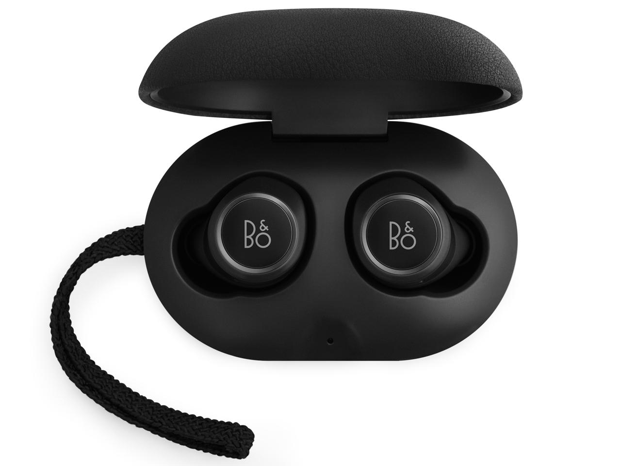 『本体 充電時』 B&O PLAY Beoplay E8 [Black] の製品画像