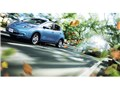 オプション装着車 走行イメージ アクアブルー1 - リーフ 2010年モデル