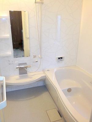 1616サイズの広々浴槽