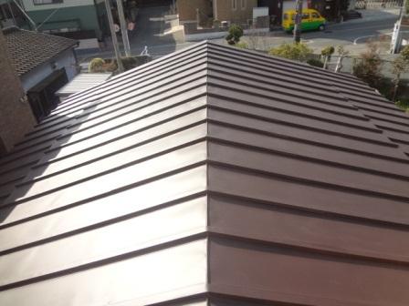 金属自体はアルミと亜鉛の合金鍍金処理したあるガルバリューム鋼板を使用。